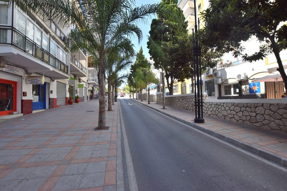 Great shop located in Los Boliches, Fuengirola. Very good location, we recommend viewing!,Spain