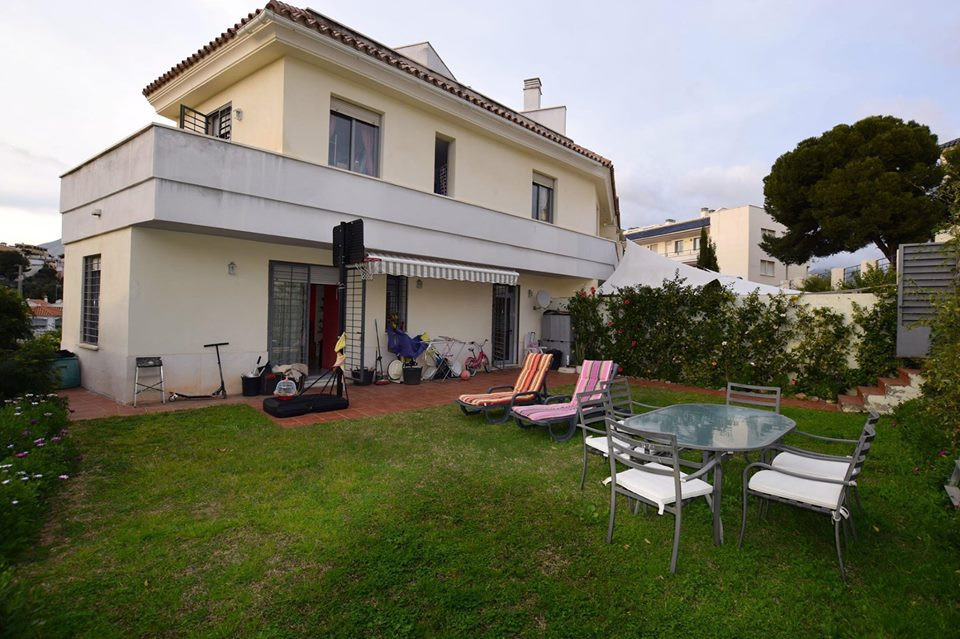 IBI; 458€/year       Community; 62€/month        Rubbish; 53€/year Semi detached townhouse located i,Spain