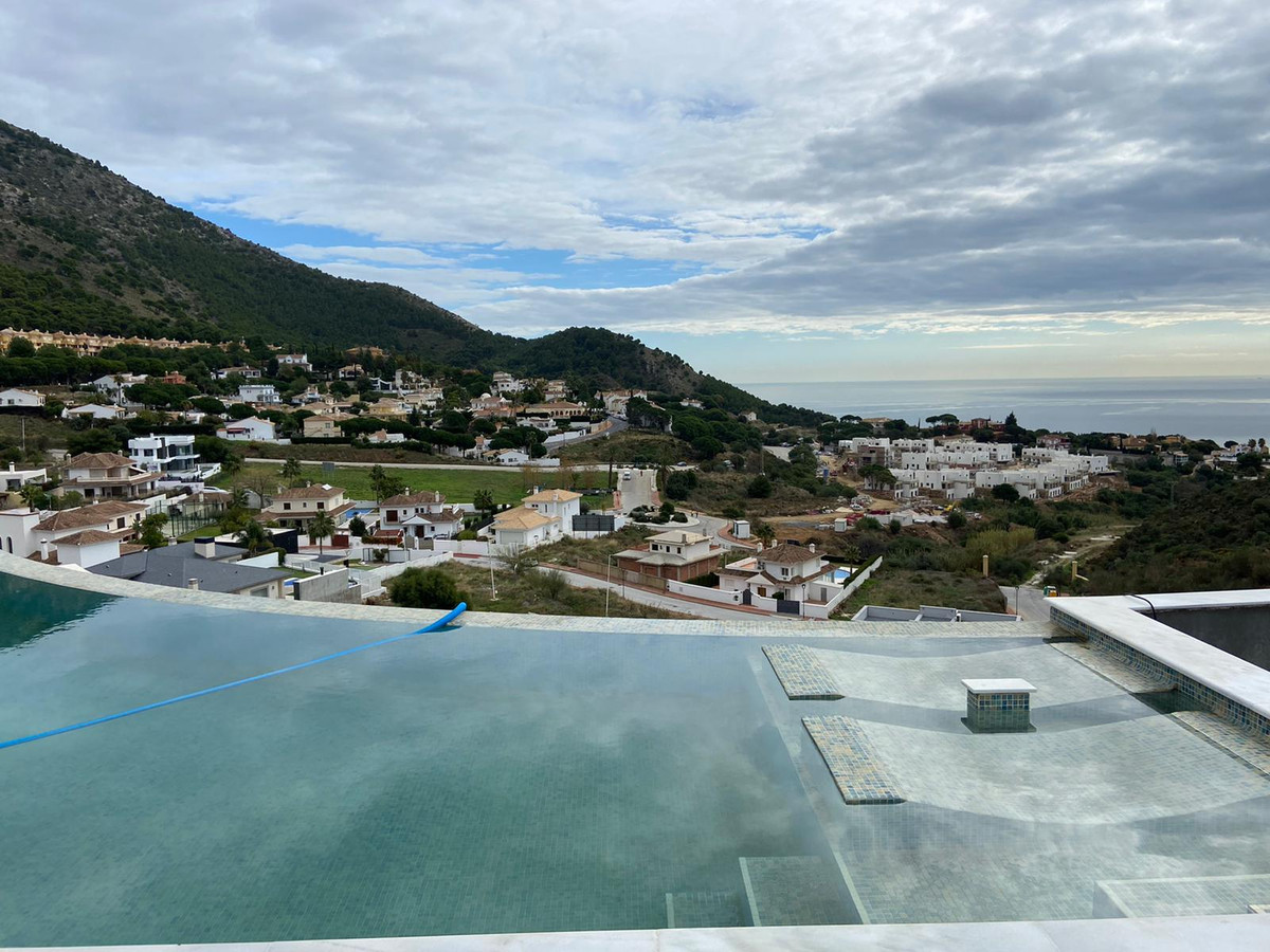 Exclusive listing!! This UNIQUE Contemporary Brand New Villa for sale is by far one of the best cont,Spain