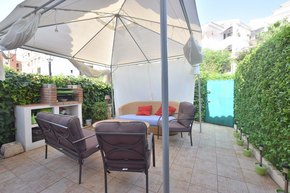 IBI; 143€/per year   Community Fees; 36€/per month   Rubbish; 74€  Townhouse located in Los Pacos 1 bedroom 1 bathroom Fitted wardrobes  American kitchen fully equipped 25 m2 of terrace southwest orientation  2 min by walk to beach and close to schools also supermarkets Community parking Price 119.000€