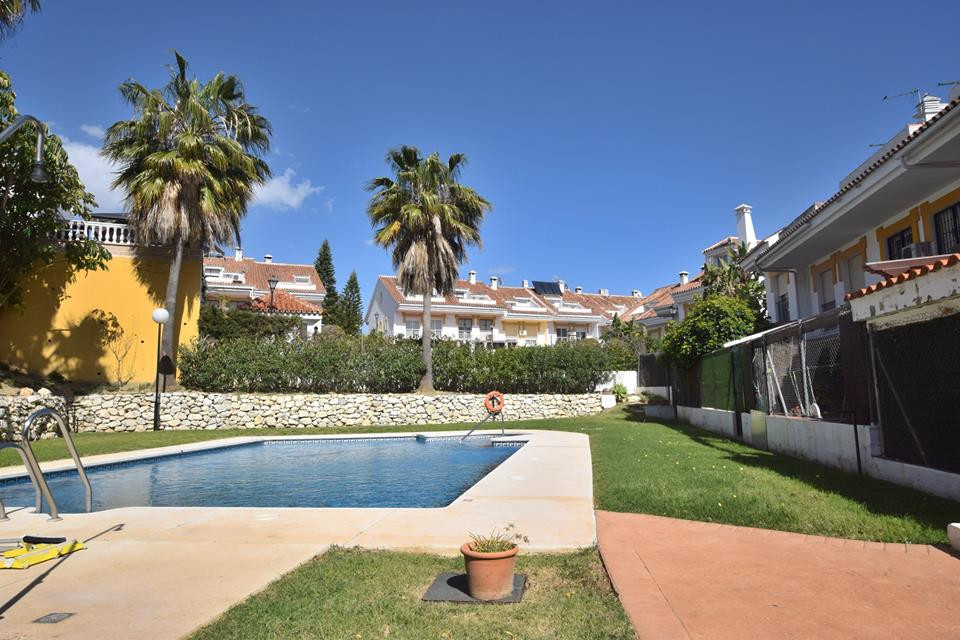 IBI; 900€ / per year                Community Fees; 68/ per month   Townhouse Furnished 5 bedrooms 3,Spain