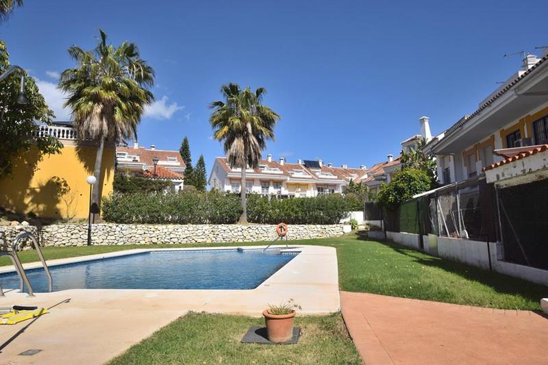 Marbella Banus Pareada en venta en El Coto – R3304255