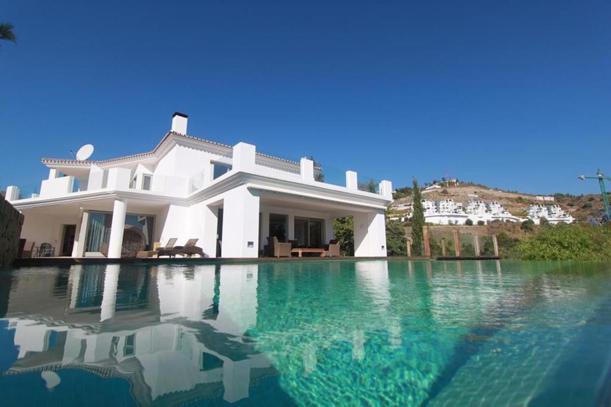 Marbella Banus Villa – Chalet en Venta en La Quinta – R3646625
