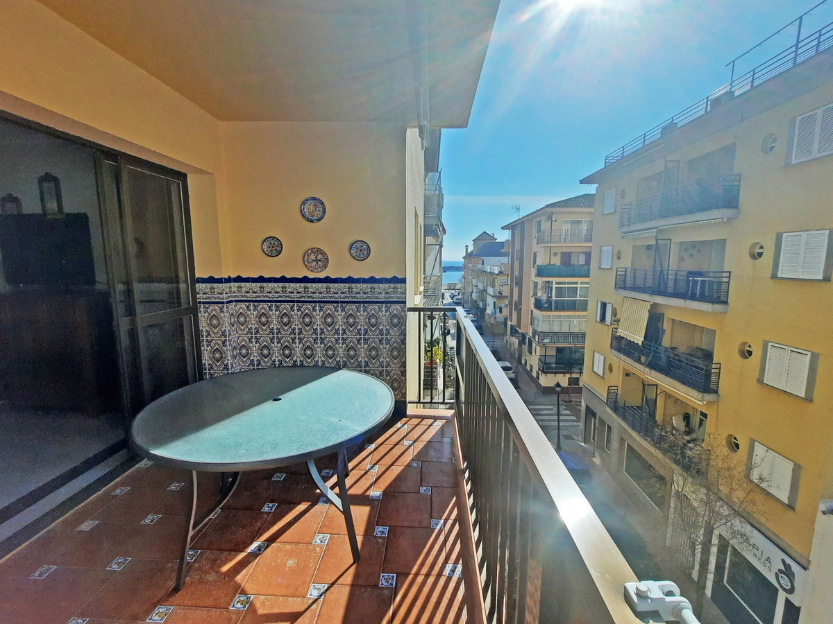 Fantastic location for this 3 bedroom apartment situated only 150 meters from the beach in the cente, Spain