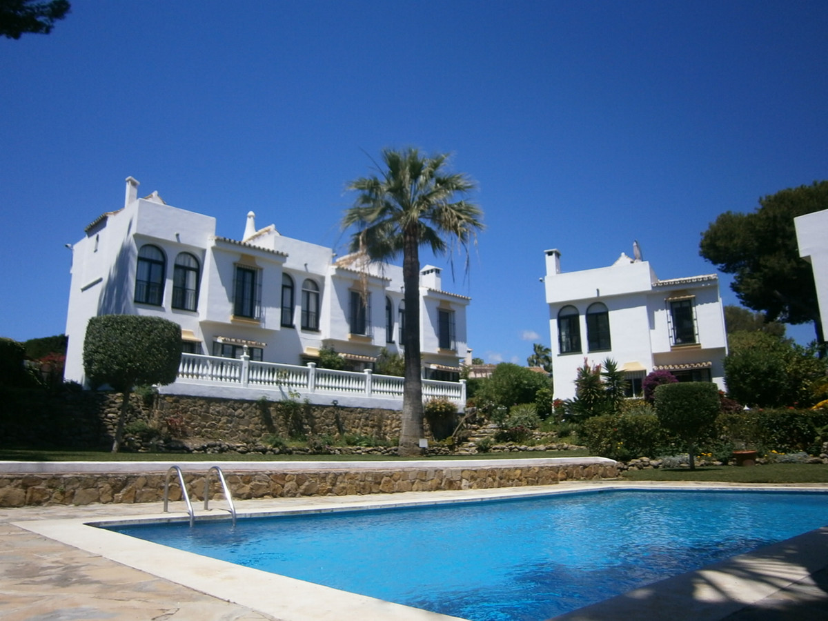 Calahonda, Mijas Costa, excellent location, a cozy 3 bedroom, 2 bathroom end townhouse located in a ,Spain