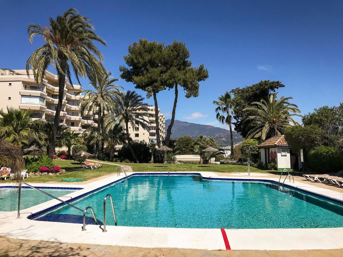 Atalaya del Golf, Estepona, a spacious and comfortable property in a highly valued area at a price y,Spain