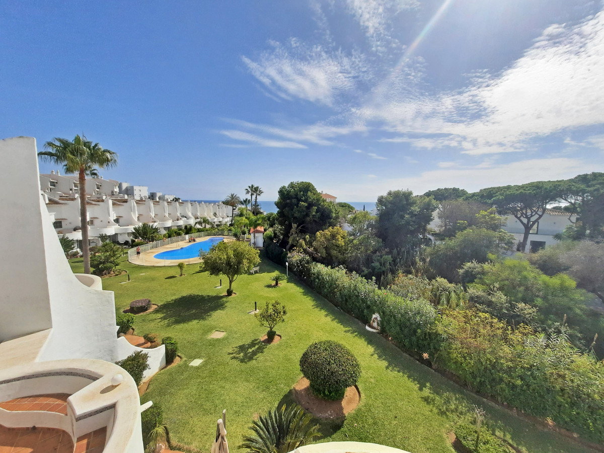 This beachside duplex 3 bedroom 2 bathroom penthouse is definitely worth a visit!  It's situate, Spain