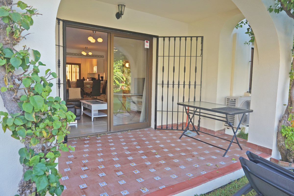 This lovely apartment is located in a popular gated complex in the lower part of Riviera del Sol. Th,Spain