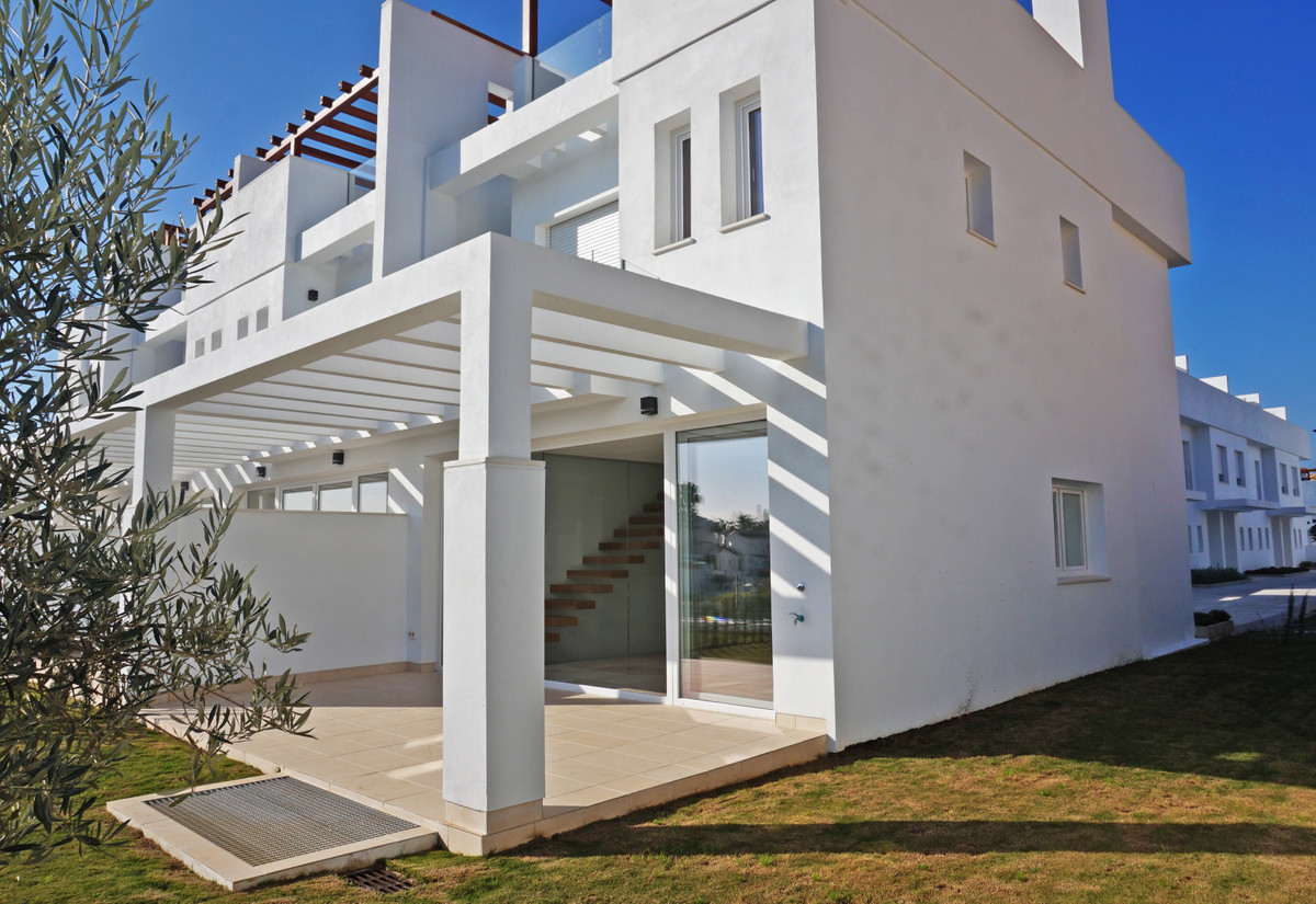 This semi-detached house is brand new and nobody has lived in yet!! Recently delivered, it is situat, Spain