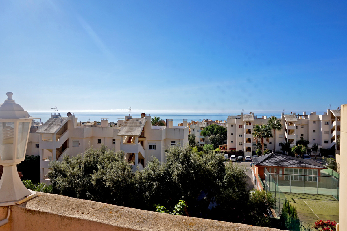 Great penthouse with solarium situated in Calahonda Royale next to all amenities and the beach.  The, Spain