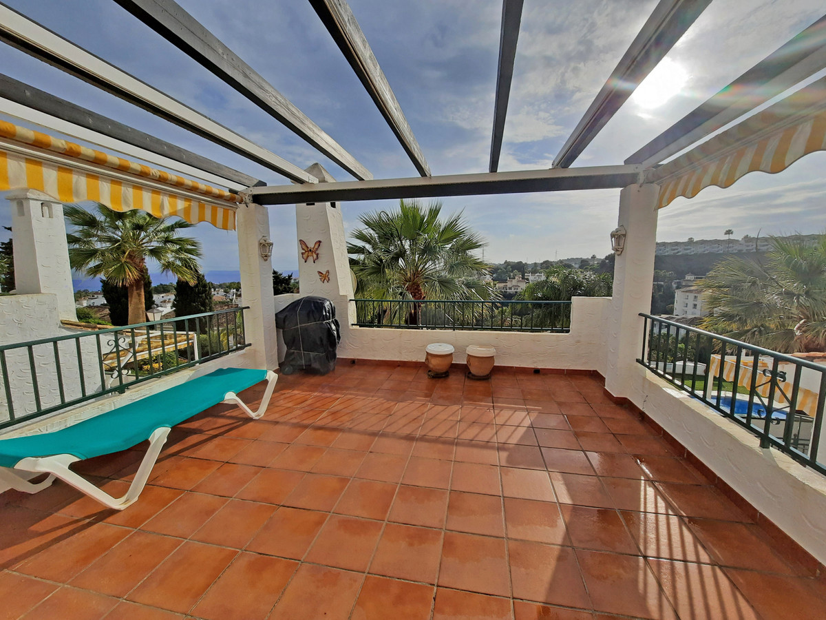 This beautiful 2 bedroom and 2 bathrooms apartment is situated in the very popular Mirador de Calaho,Spain