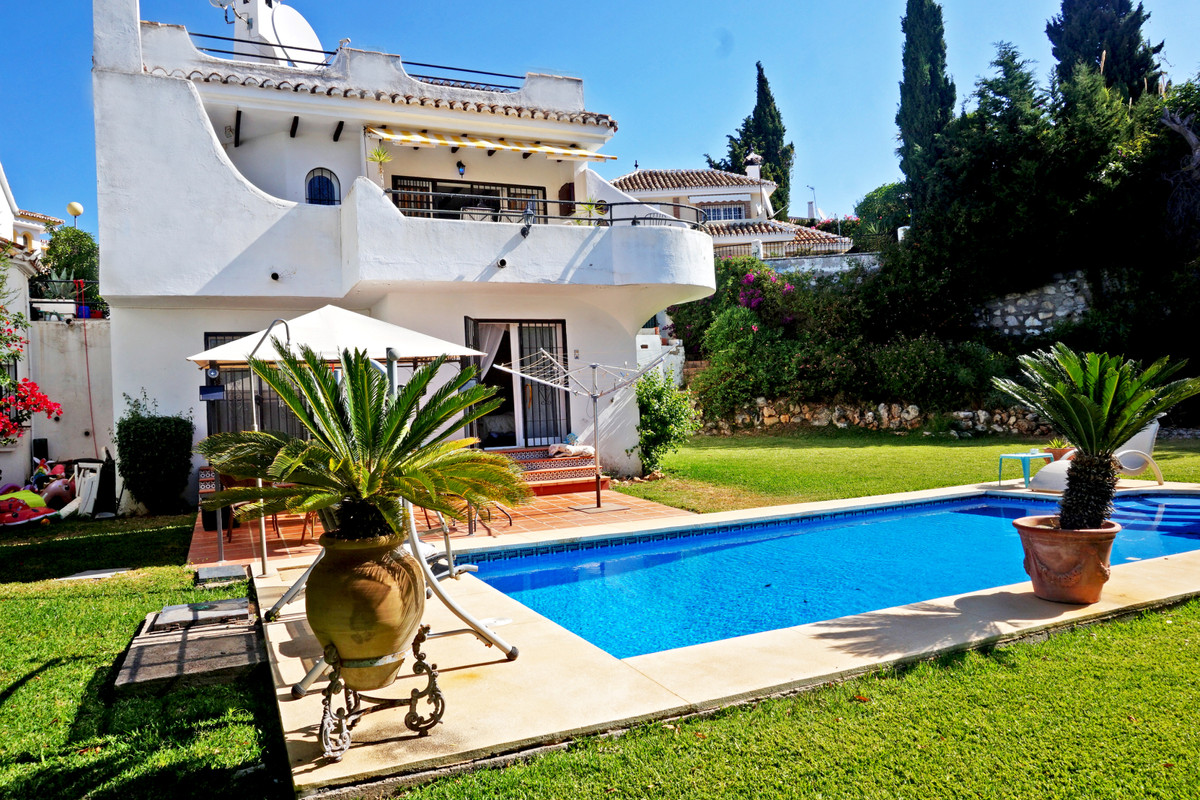Charming independant house with nice sea views and a private pool situated in mid-Calahonda. The hou, Spain