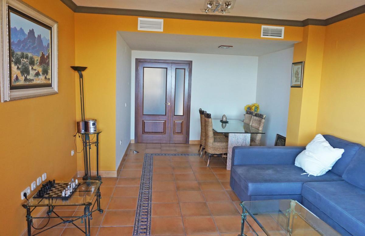 Apartamento Planta Media en Venta en Calahonda – R3326689