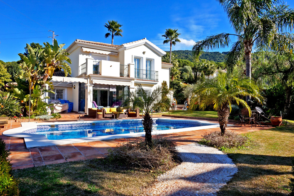 Stunning andalusian villa built on a beautiful plot with lovely mountain and countryside views in Al, Spain