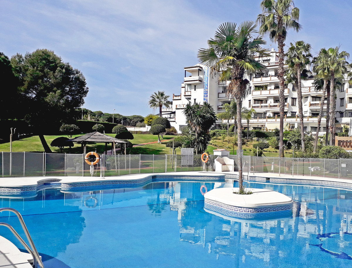 This groundfloor duplex apartment is situated in the very sought after Calahonda Park. It has a love,Spain
