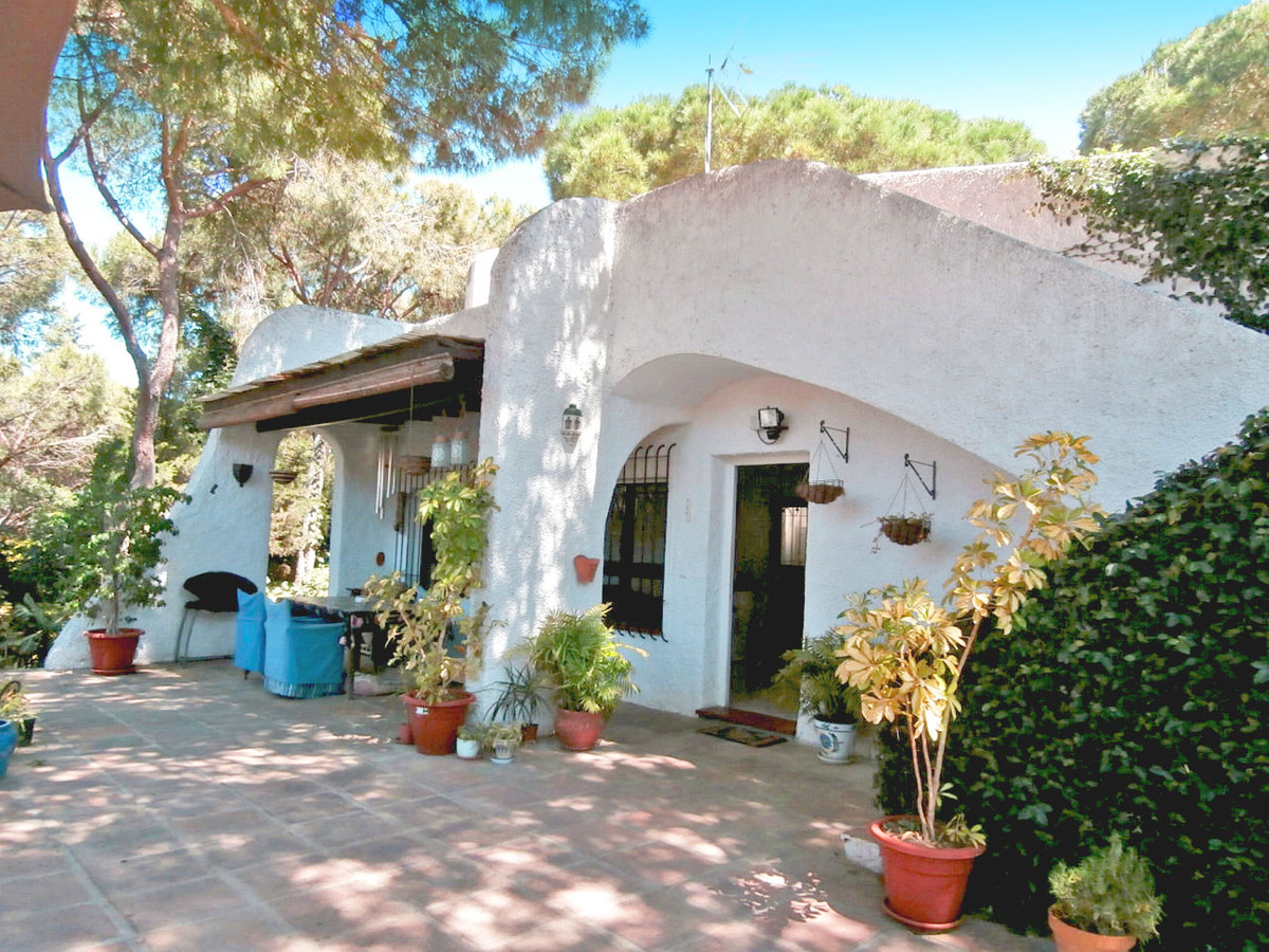 Lovely detached bungalow with private gated plot surrounding the house with direct access to the com,Spain