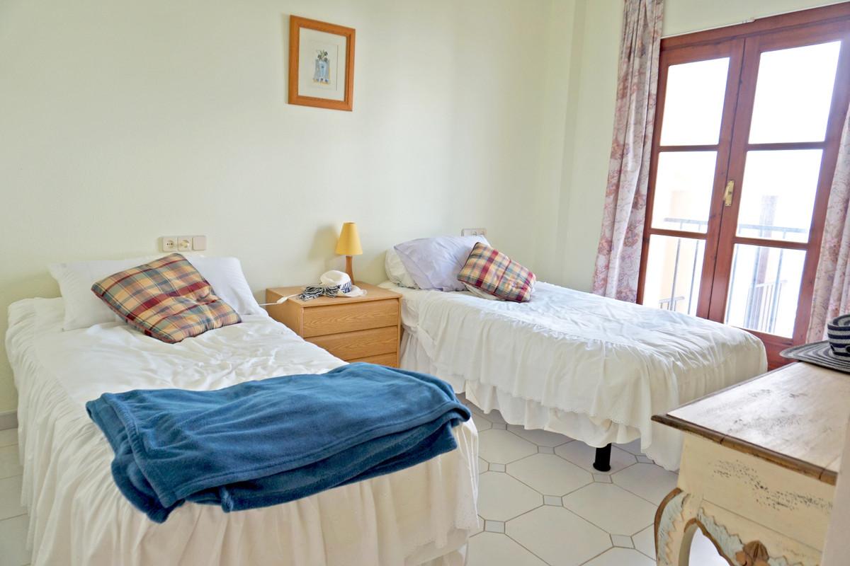 Apartamento Planta Media en Venta en Calahonda – R3507838