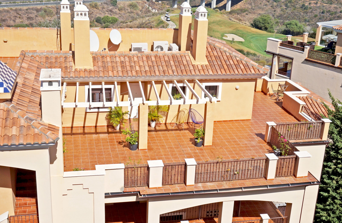 Beautiful penthouse with large terrace facing the golf with stunning panoramic views to the mountain,Spain