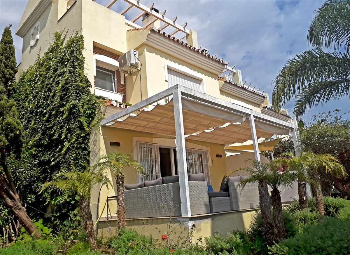 Charming south corner townhouse situated in a lovely urbanization of only 18 houses sharing a commun,Spain