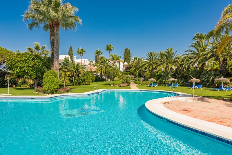 Marbella Banus Pareada en venta en Bahía de Marbella – R3237628