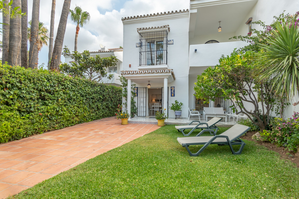 Exquisite beachside semidetached house in the heart of the GOLDEN MILE, in front of one of the most , Spain