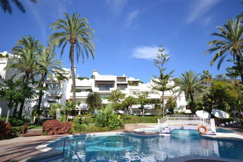 Marbella Banus Apartamento Planta Media en Venta en The Golden Mile – R2678474