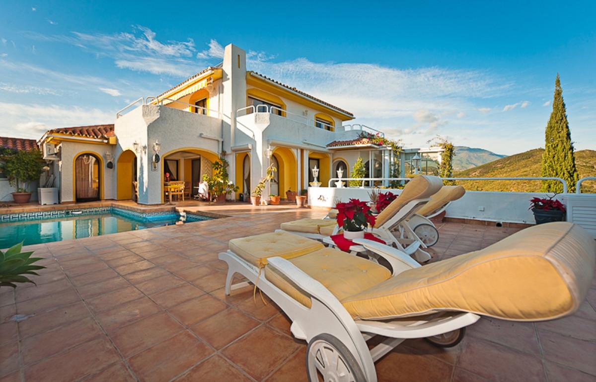 Detached Villa for sale in Nueva Andalucía R3874945