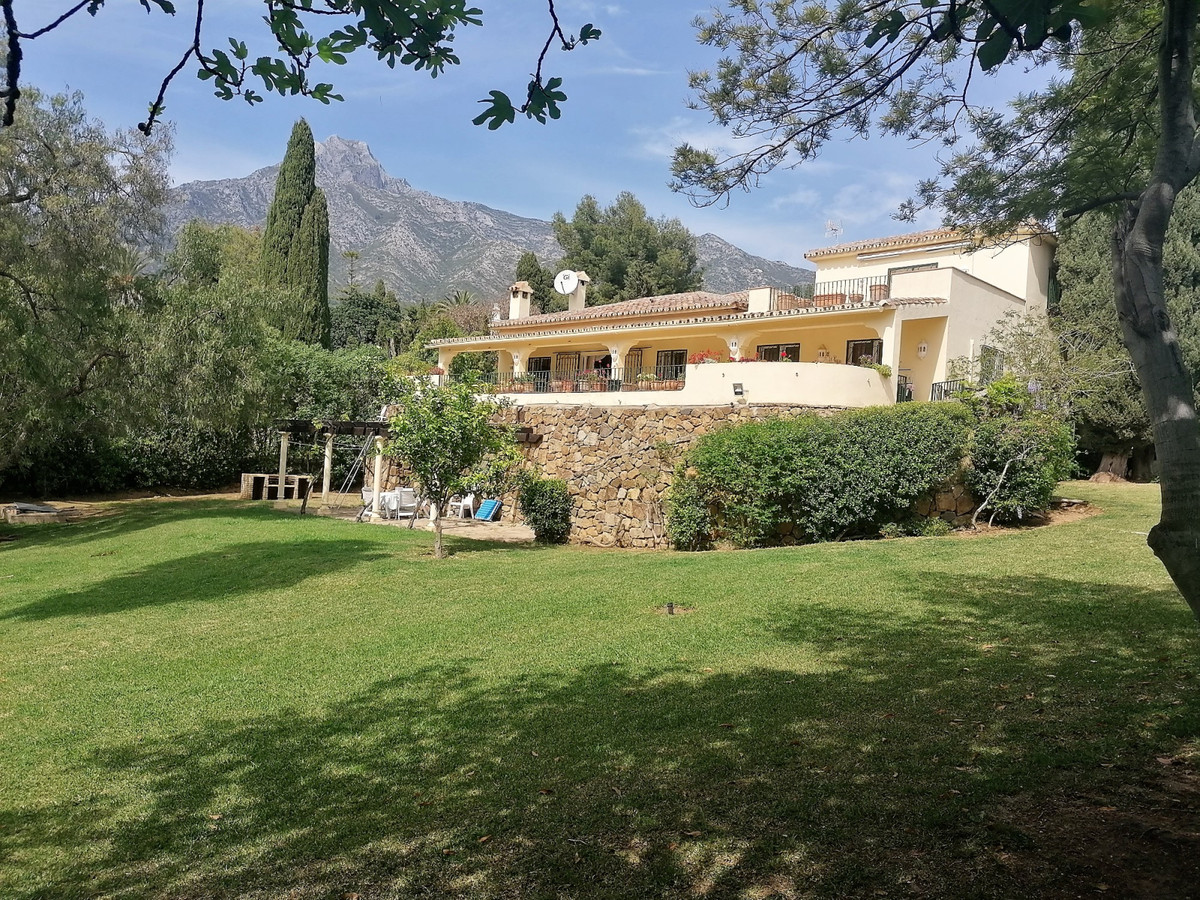 Opportunity! The Golden Mile, Marbella - large plot of 3,200m2 with old villa. Possibility to build ,Spain