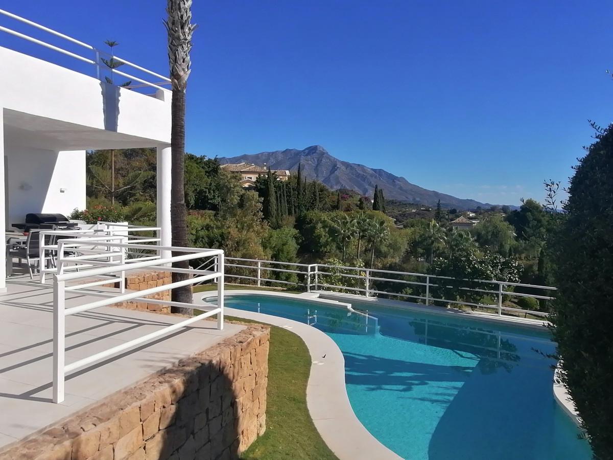 Detached Villa for sale in Nueva Andalucía R3874054