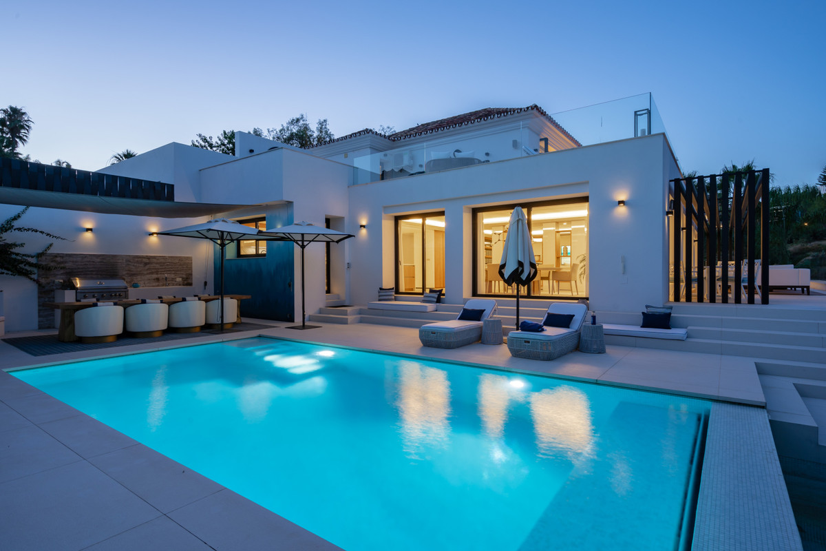 This newly built luxury villa is situated in the heart of Nueva Andalucia's golf valley. It&apo,Spain
