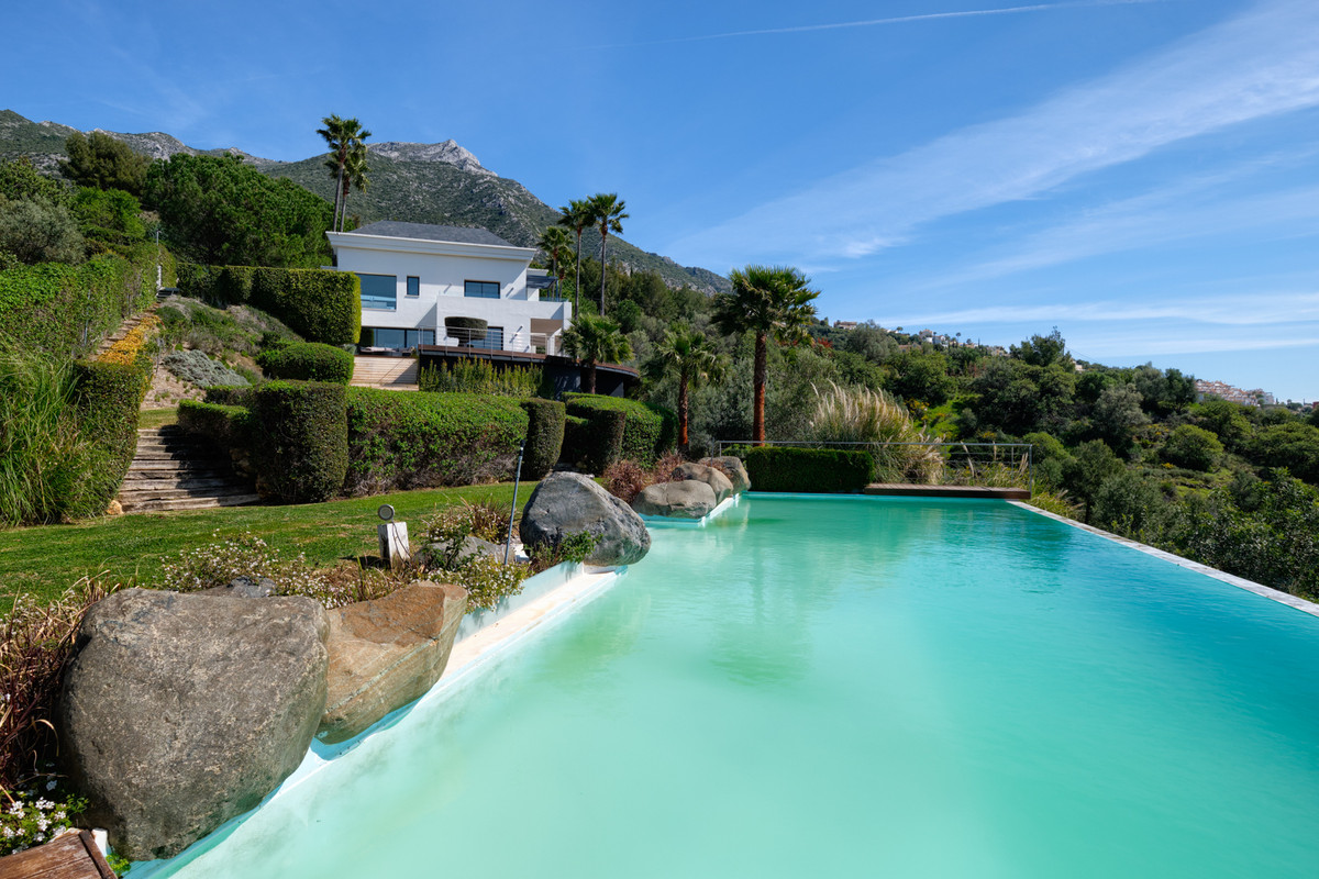 Located close to the Golden Mile in this idyllic location, this villa has the best of both worlds - ,Spain