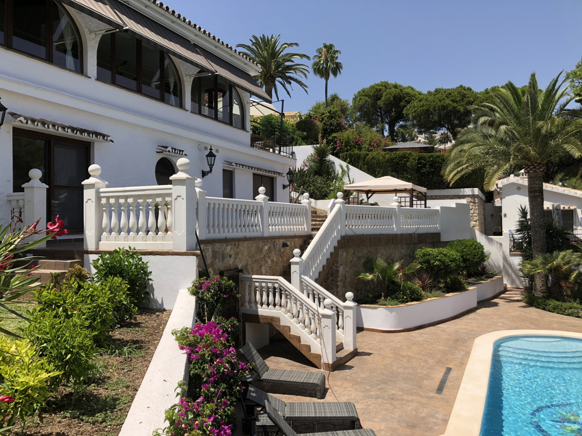 Welcome to this wonderful villa in 2 levels that has been completely renovated in luxurious high qua,Spain