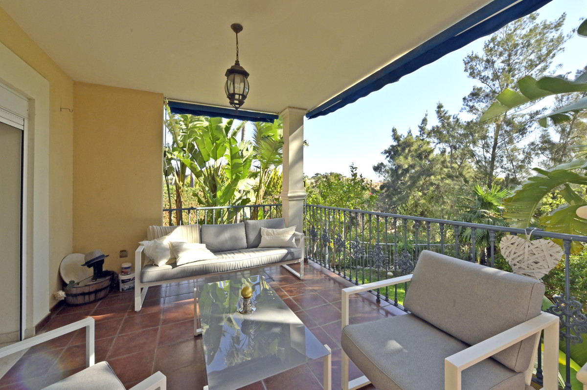 Magnificent semi-detached house in a prestigious urbanisation in Benalmadena. The house has three le, Spain