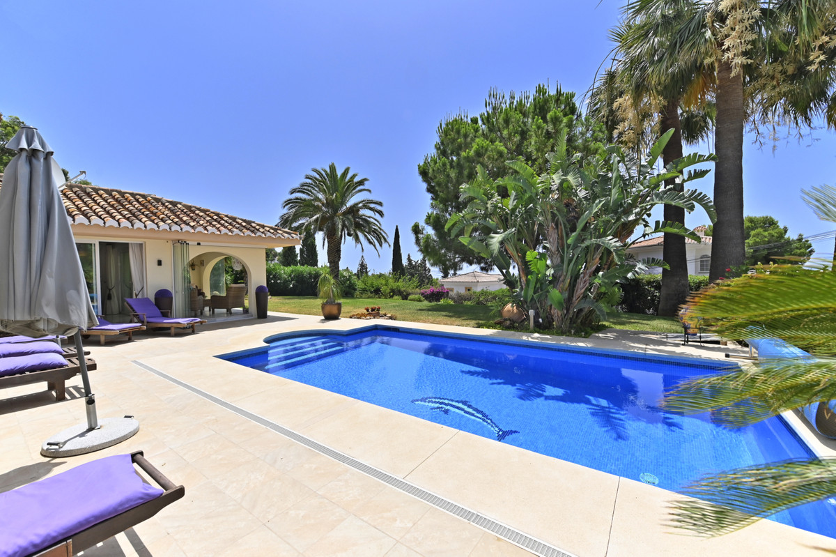 La Capellania in Benalmadena and to this beautiful and well maintained villa with details and views , Spain