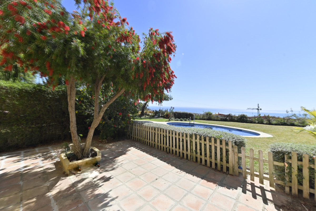 Spacious apartment with private garden of 50 square meters and direct access to the community swimmi,Spain