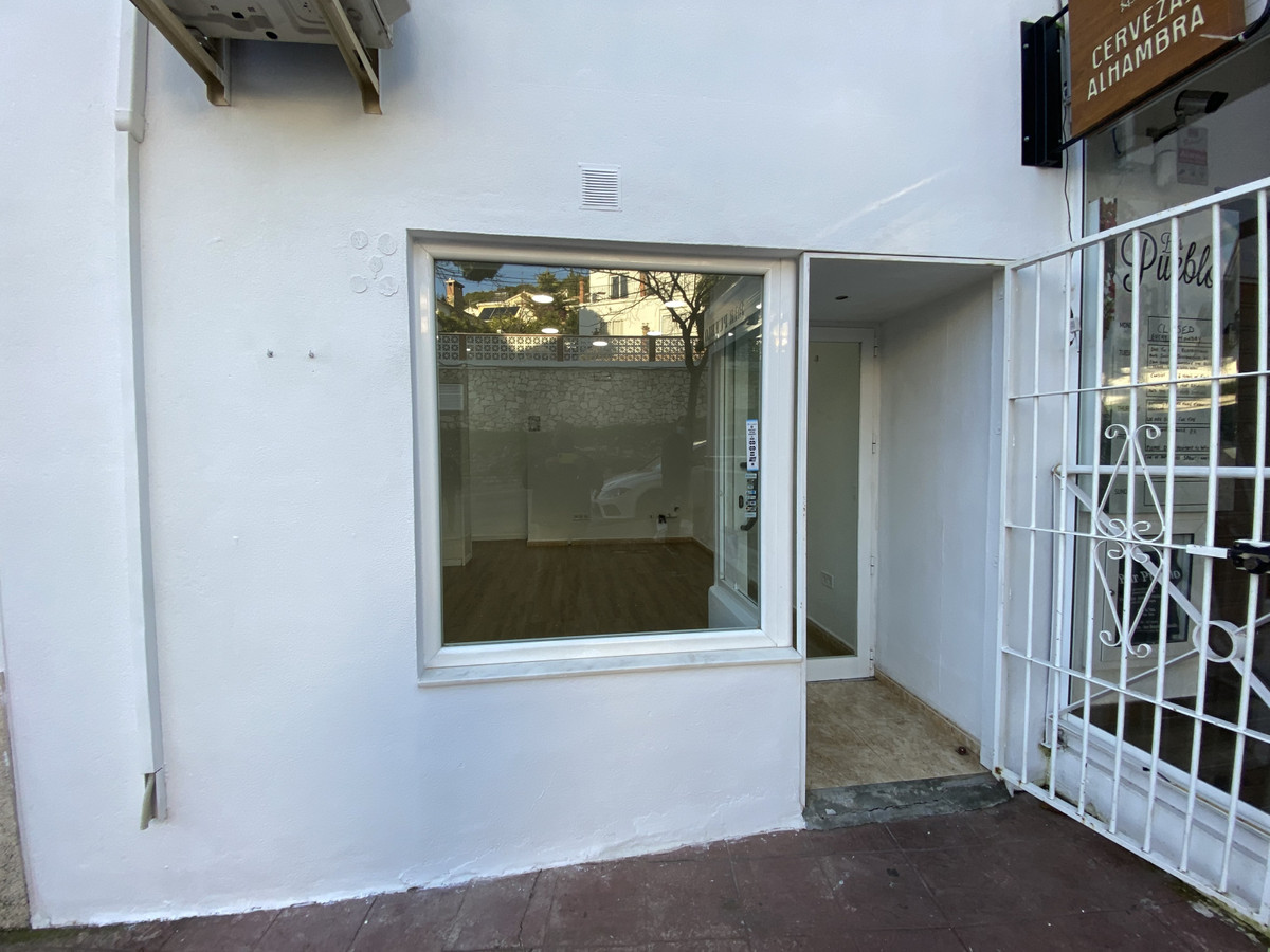 Commercial premises in perfect condition with air conditioning and toilet. Open plan. In the centre ,Spain