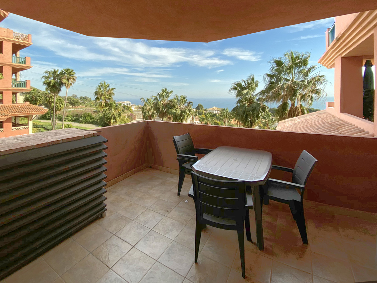 Modern and spacious apartment with beautiful sea views. This apartment is located in a complex with ,Spain