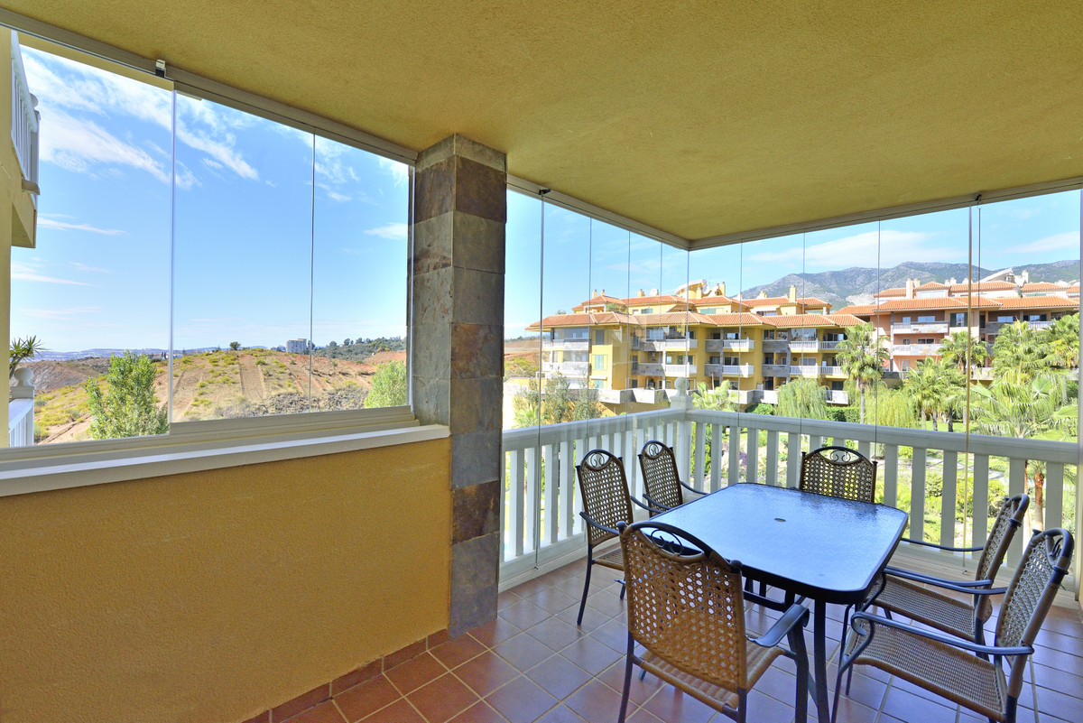 Beautiful apartment, west facing with views to the sea, to Fuengirola bay, to the magnificent commun,Spain