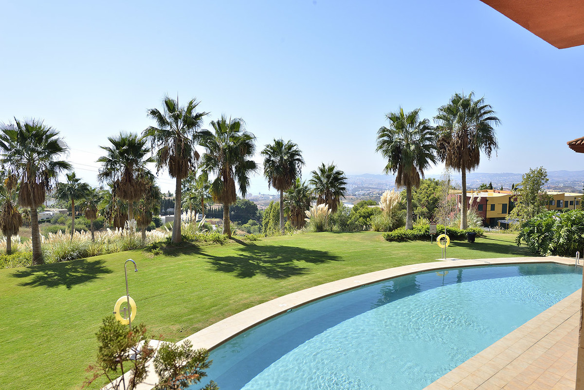Magnificent apartment in excellent condition. It is distributed in hall, fully fitted kitchen opent ,Spain