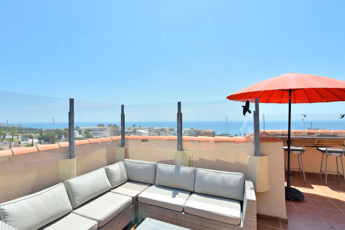 Enjoy the sun and the magnificent sea views in more than 135 square meters terrace that has this pen, Spain