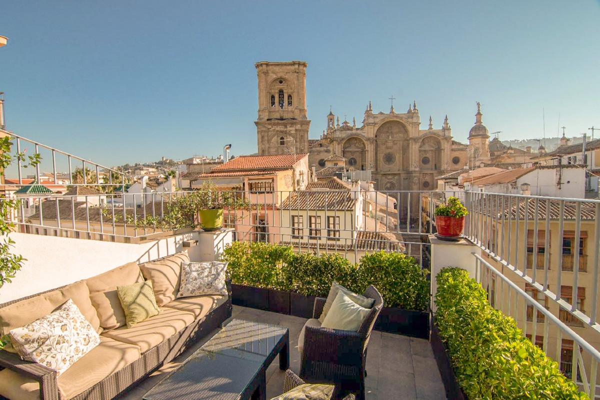 Spacious and bright 235 m² penthouse in the heart of Granada next to the cathedral, a privileged loc, Spain