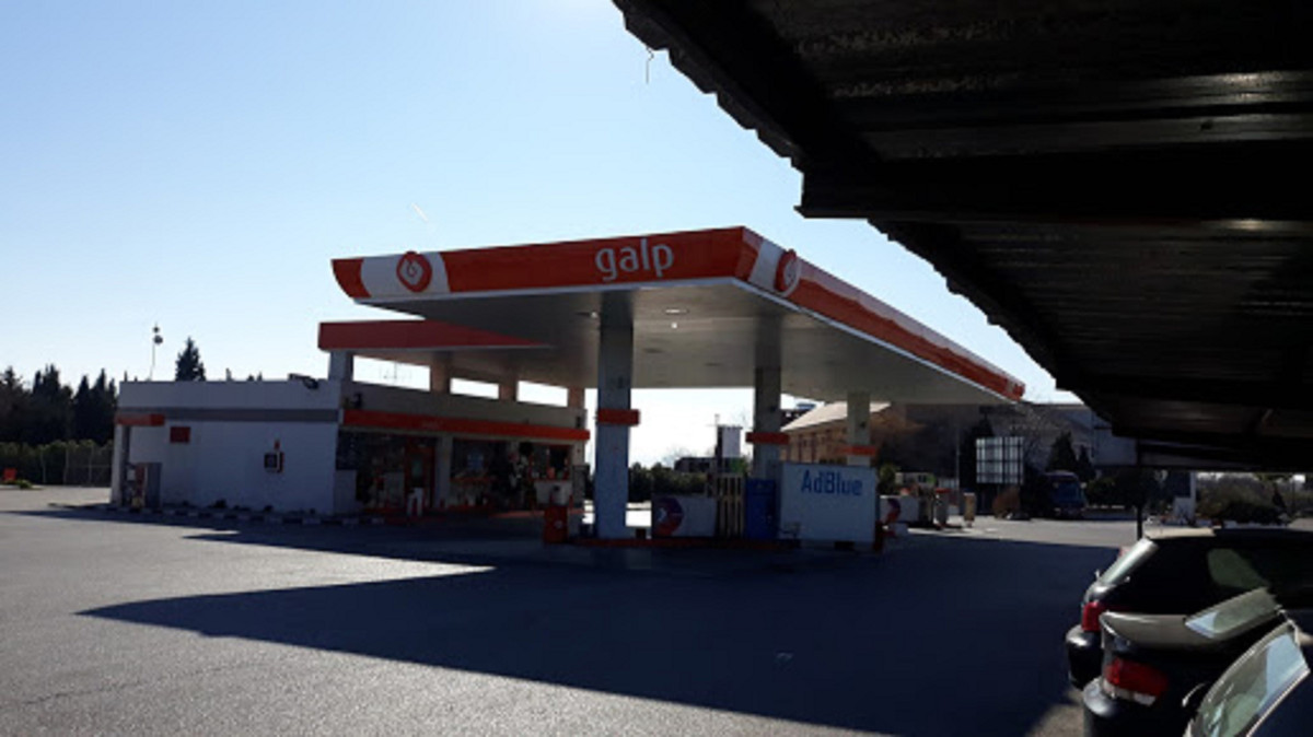2 GALP service stations for sale due to retirement.  Working during 24 hours a day with 10 employees, Spain