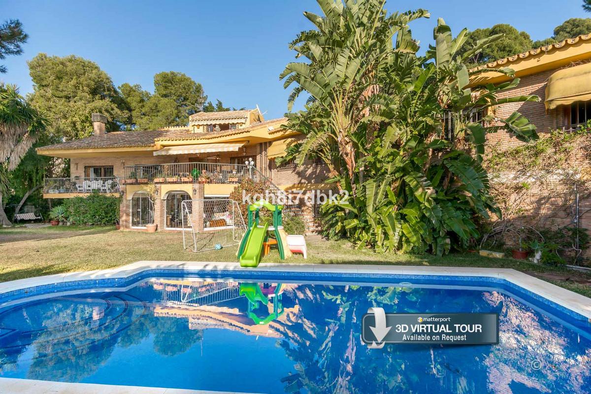 Detached Villa for sale in Málaga Este R3590371