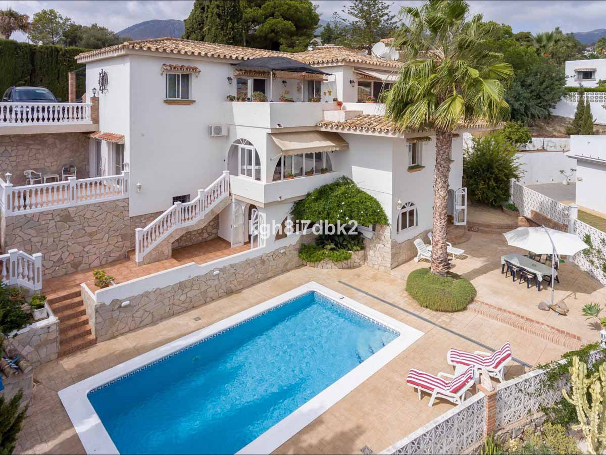 Villa in Torremuelle, fully furnished and equipped. Ready to enter!  Distributed on 3 levels: upper , Spain