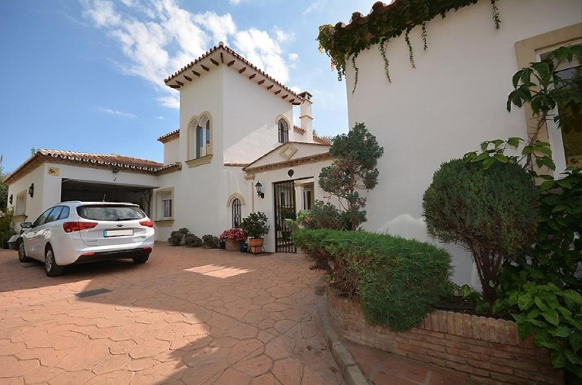 Marbella Banus Villa – Chalet en Venta en El Paraiso – R3596512