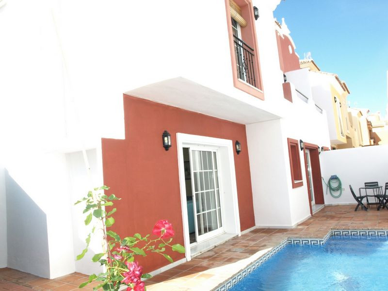 CANCELADA Lovely 3 storey, South facing, 2 Bed&2 Bath Corner townhouse in the centre of the vill,Spain
