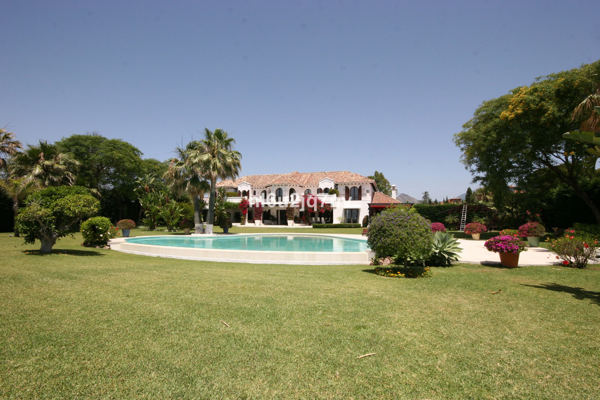 Detached Villa · El Paraiso