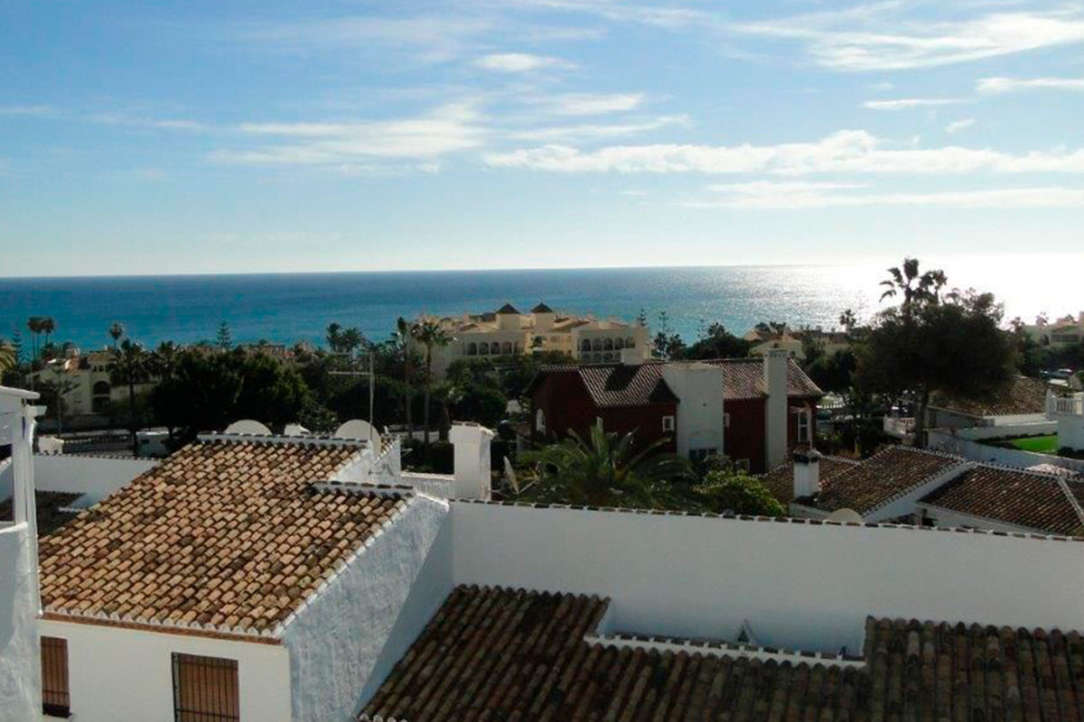 A top floor apartment located within a very easy 15 minute walk to the centre of La Cala and only a ,Spain