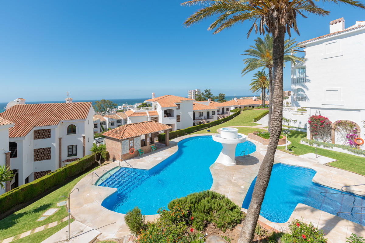 A top floor apartment located within very easy walking distance of the beach, bars, restaurants, sup, Spain