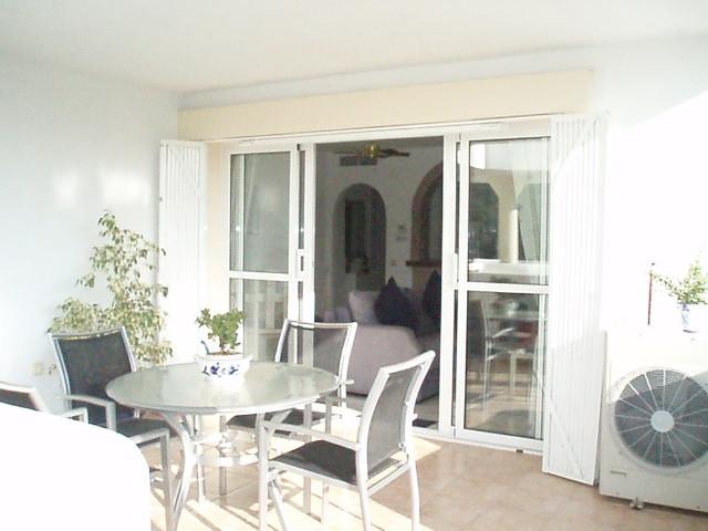 Appartement, Mi-étage  en vente    à Calahonda